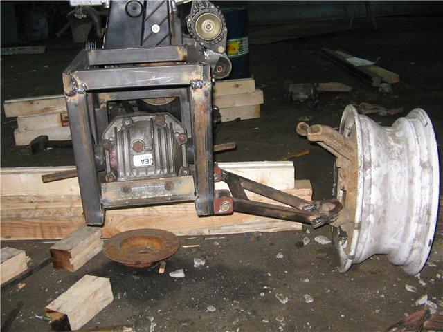 квадроцикл вид спереди на двигатель и подвеску