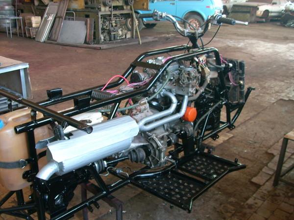 Двигатель с навесным смонтирован на раму